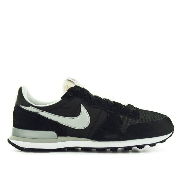 Nike Internationalist Black Silver White